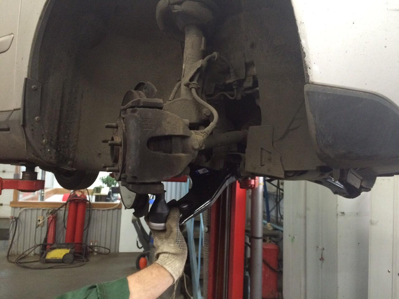Замена рычагов ходовой - Volvo s40 3