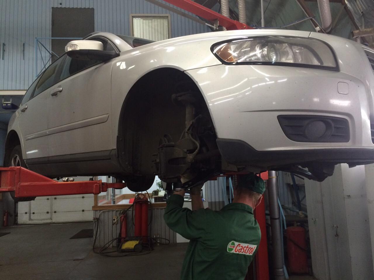 Замена рычагов ходовой - Volvo s40 2