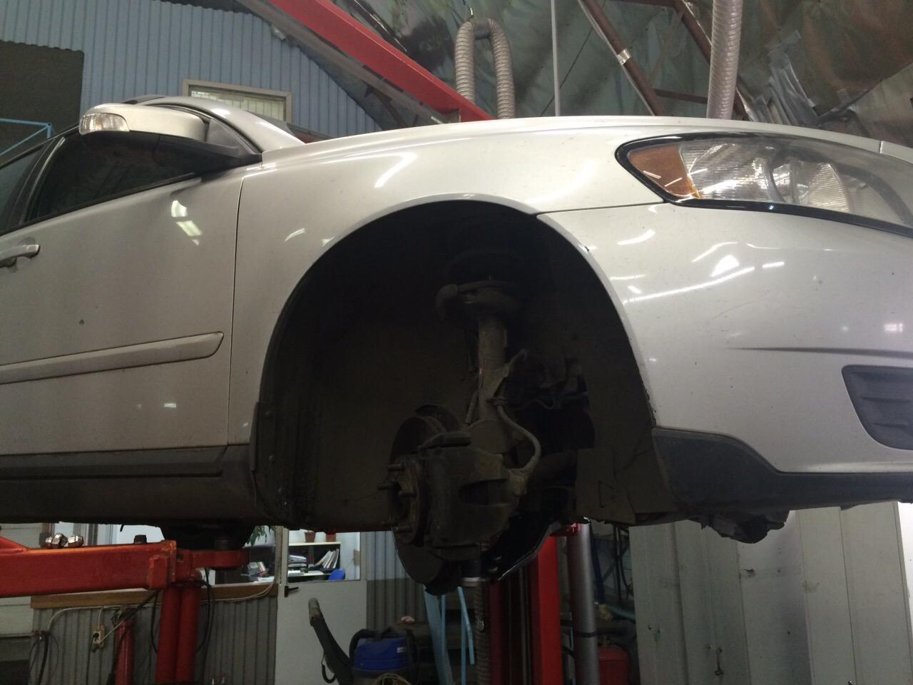 Замена рычагов ходовой - Volvo s40 1